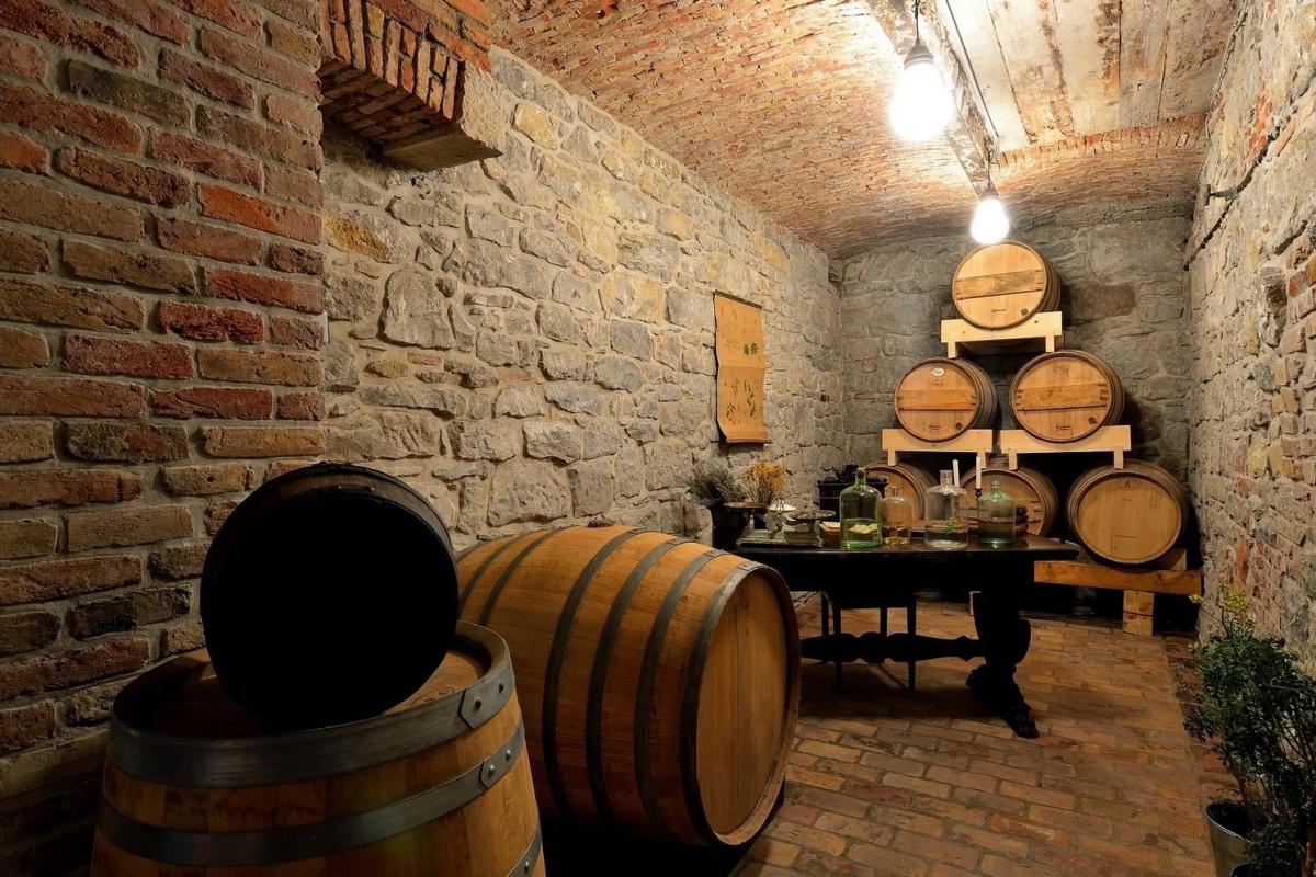 Aura Brennerei Destillerie Fässer