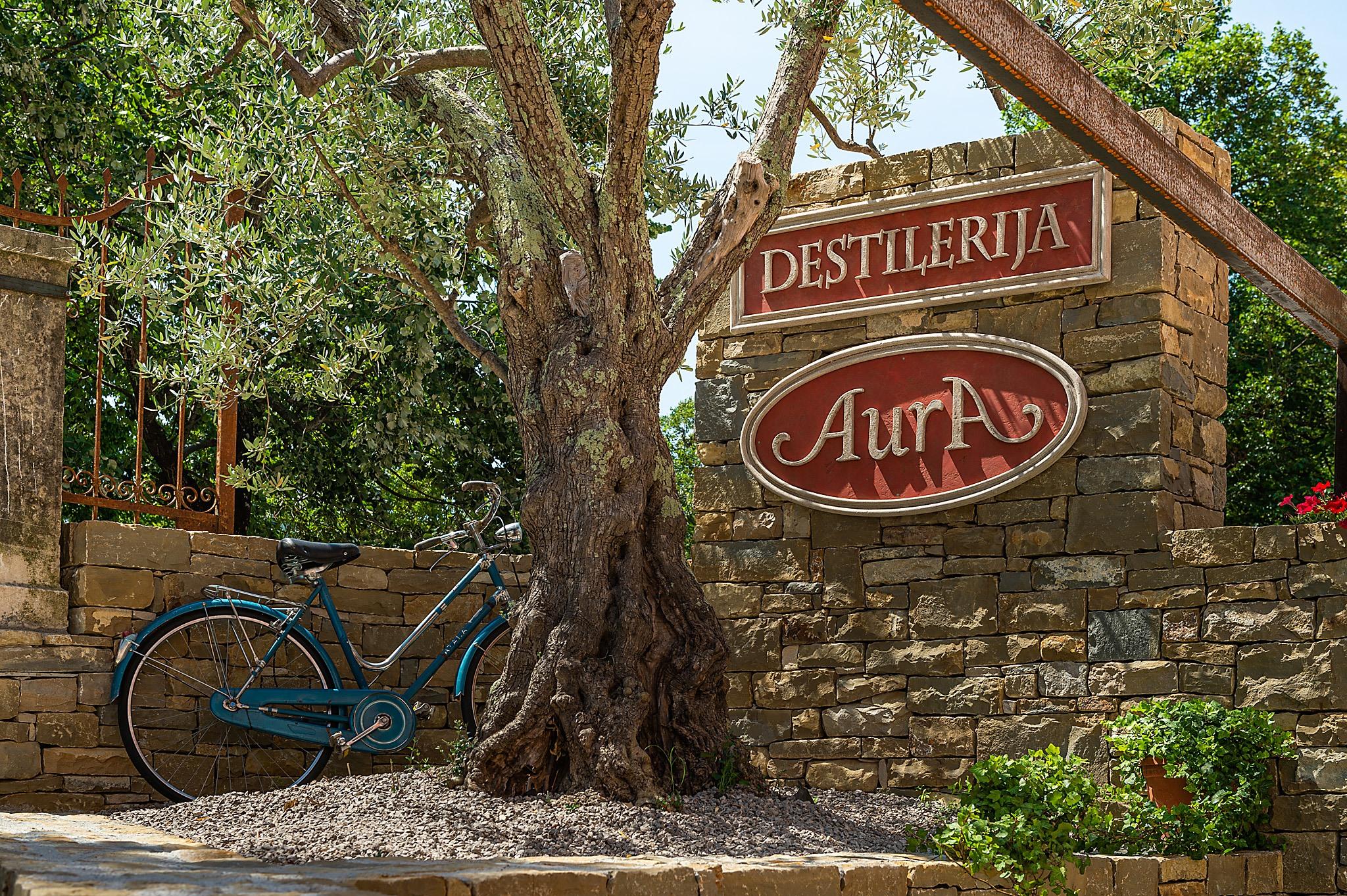Aura Brennerei Destillerie aussen