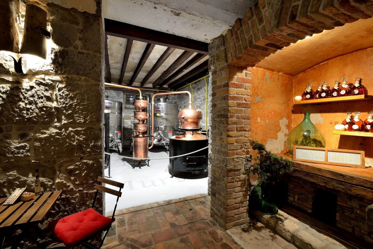 Aura Brennerei Destillerie innen