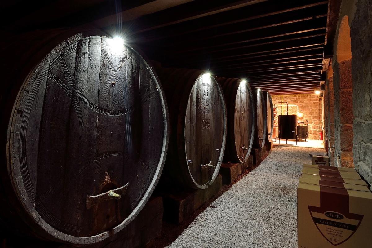 Aura Destillerie Fässer